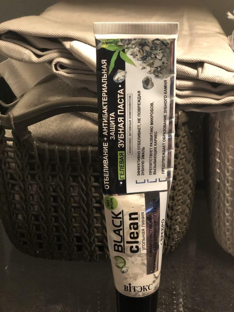 Зубная паста Black Clean Антибактериальная защита с частичками активированного угля.